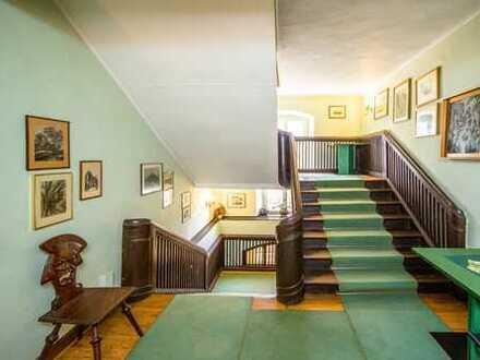 ehemaliges jagdtschloss am alten hafen - seit 1850 als hotel betrieben
