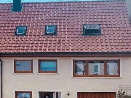 Gepflegte Doppelhaushälfte mit Garten und Garage in Hausen ob Verena