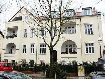 Freie, helle, geräumige Garten-Wohnung mit Gartenanteil in Lichterfelder Villa