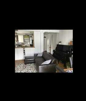 Möblierte, vollständig renovierte 4-Zimmer-Maisonette-Wohnung mit Balkon und EBK in Stuttgart