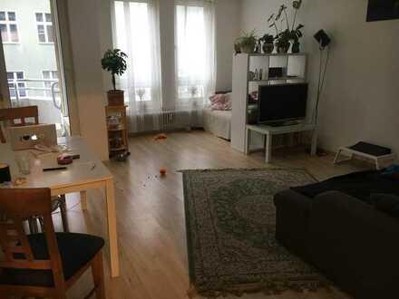 WG-Zimmer in großer Wohnung mit bezauberndem Hund