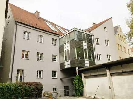 KNIPFER IMMOBILIEN - Große Dachwohnung mit genehmigter Dachterrasse beim Alten Stadtbad zum Kauf!