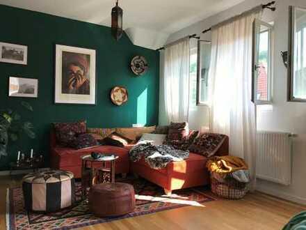 Großzügig geschnittene, helle 2 Zimmerwohnung mit Einbauküche in bester Lage