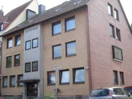 Gepflegte, helle 5-Zimmer-Wohnung mit Einbauküche, Balkon und 2 Wintergärten in Bremerhaven