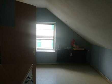 Preiswerte 3-Zimmer-Dachgeschosswohnung mit Einbauküche in Witten