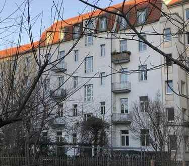 Schön gelegene 2-Zimmer-Wohnung in Gründerzeithaus in Striesen