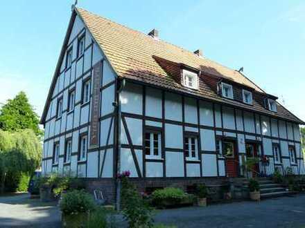 Romantisches Fachwerkhaus in zentraler Grünoase!! *Haustiere erlaubt*