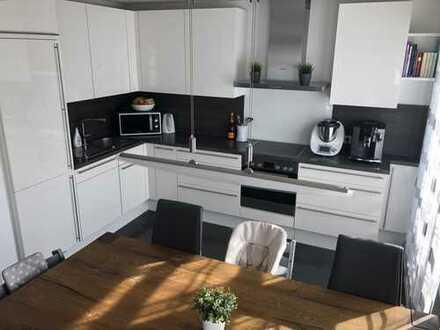 Neuwertige 4-Zimmer-Wohnung mit Balkon und EBK in Mainaschaff