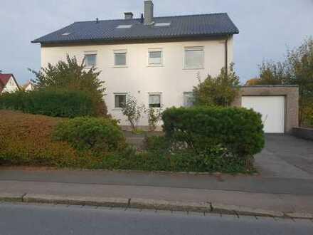 Modernisierte Dachgeschosswohnung in einem ruhigen Mehrfamilienhaus in Brackel zu vermieten