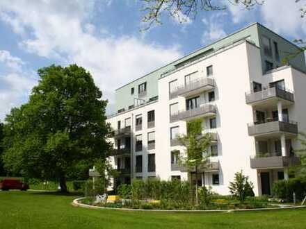 Neuwertig! 4-Zimmer-Wohnung mit Terrasse u. EBK in wunderschöner Parkanlage