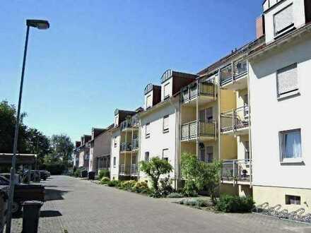 Gemütliche 2-Zimmer-EG-Wohnung mit Balkon. Renovierung wird veranlasst.