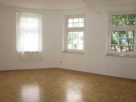 ***Saarlandviertel - Gepflegte Wohnung mit Parkett, Wannebad und Einbauküche***