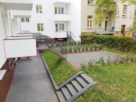 Kernsanierte Dreiraumwohnung mit riesiger Terrasse in ruhiger Hinterhoflage - jetzt anrufen!!!