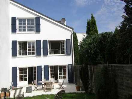 Doppelhaushälfte mit sehr viel Flair im südfranzösischen Stil( Atrium, Sprossenfenster, Klappläden)