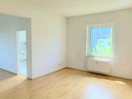 **Schöne 2,5 Zimmer-EG-Wohnung mit Terrasse**