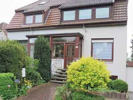 Große, modernisierte und gepflegte Doppelhaushälfte mit Garage und großem Garten in Bremen-Arsten