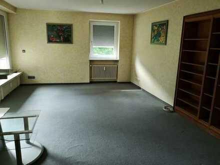 Freundliche 4-Zimmer-Hochparterre-Wohnung mit Balkon in Kempten (Allgäu) auf Erbpachtgrundstück