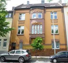 Großzügige 6 - Zimmerwohnung mit Balkon, provisionsfrei