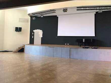 Veranstaltungsfläche im modernen Geschäftshaus