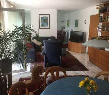 Stilvolle 1-Zimmer-Hochparterre-Wohnung mit Terrasse in bevorzugter Lage
