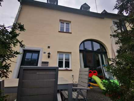 Sanierte Doppelhaushälfte mit vier Zimmern und Einbauküche in Waldrach, Waldrach