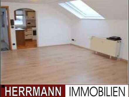 Schön renovierte Dachgeschoss-Eigentumswohnung in bester Feldrandlage