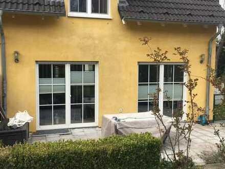 Schönes, geräumiges Haus mit fünf Zimmern in Dortmund, Schnee