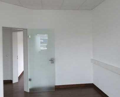 Moderne Büro-/Praxisfläche im Erdgeschoss mit ca. 111m² zu vermieten