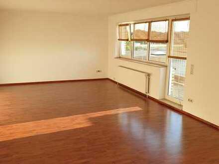 Vollständig renovierte 3 Zimmer- Wohnung mit Balkon in zentraler Lage von Frechen. WG geeignet !!!