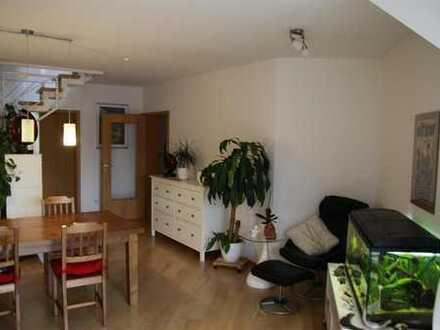 Sonnige 3 Zimmer-Whg. + Dachstudio, TG, Stpl.