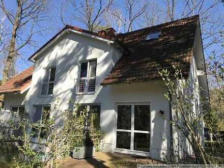 Attraktive Doppelhaushälfte mit Gartengrundstück und Carport mit 2 STPL