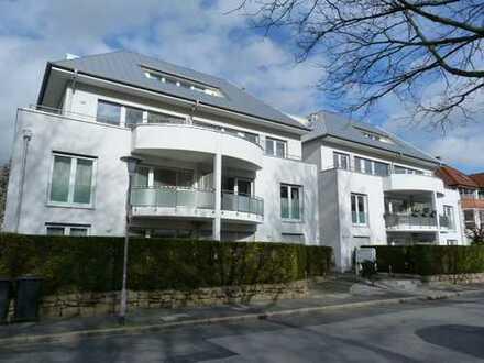 Citynahe Penthousewohnung mit zwei Bädern und umlaufender Dachterrasse