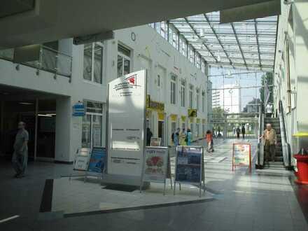 """Ladengeschäft im Einkaufszentrum """"Zu den Eichen"""" in Marzahn"""