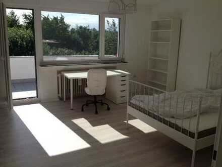 1 sehr helles schönes Zimmer mit Balkon