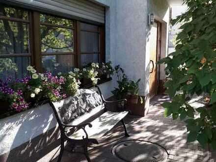 Ansprechendes und gepflegtes Einfamilienhaus mit Einl.-Whg. in ruhiger Seitenstraße in Lindenberg