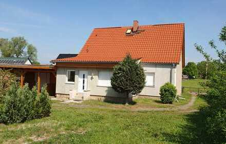 Einfamilienhaus auf großem Grundstück