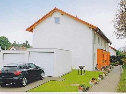 Schönes, geräumiges Haus mit fünf Zimmern in Karlsruhe (Kreis), Bretten