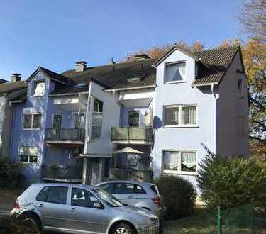 Vollständig renovierte , moderne und helle Erdgeschosswohnung mit Balkon