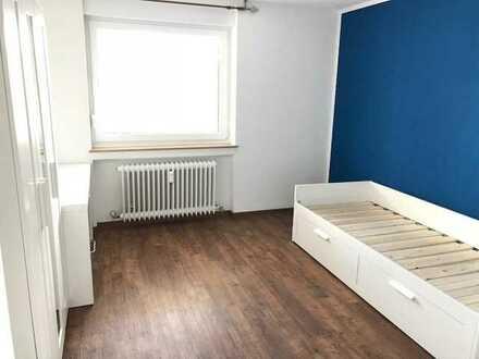Vollständig renovierte 4-Zimmer-Dachgeschosswohnung mit Balkon und Einbauküche in Ulm-Wiblingen