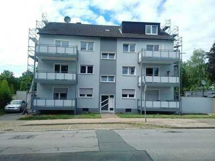 Schöne, renovierte, bezugsfertige 2,5 Zimmer DG-Wohnung