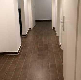 Exklusive, neuwertige 3-Zimmer-Dachgeschosswohnung mit Balkon und Einbauküche in Rhein-Pfalz-Kreis