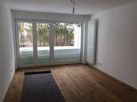 MÖBILIERTE, ruhige, großzügige 1-Zimmer Terrassenwohnung in München, Solln