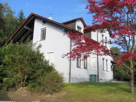 Doppelhaushälfte mit 2 Garagen, Südterrasse, Südbalkon und Garten nahe Deggendorf