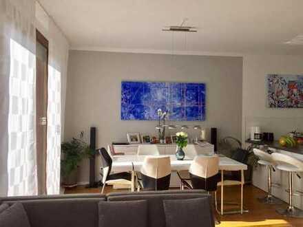 Exklusive, gepflegte 3,5-Zimmer-Hochparterre-Wohnung mit riesiger Terasse am Frankfurter Westhafen