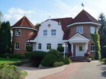 Eine ganz besondere Immobilie in Stadtnähe zu vermieten! 4,5 Zimmer mit Türmchen!