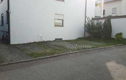 Pkw Stellplatz in Markgröningen, Hohe Anwande 34 (an der Westseite des Hauses) zu vermieten
