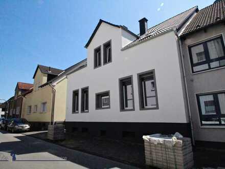 Zentral gelegene 5-Zimmer-Wohnung mit Terrasse in saniertem Altbau!