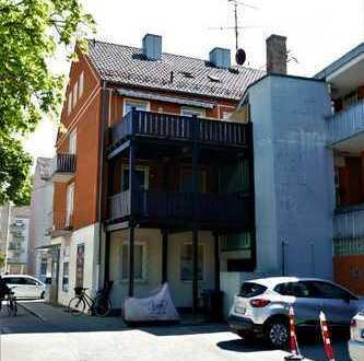 Helle 3-Zimmer Wohnung mit neuem Bad und 2 Balkonen im Zentrum Göggingens