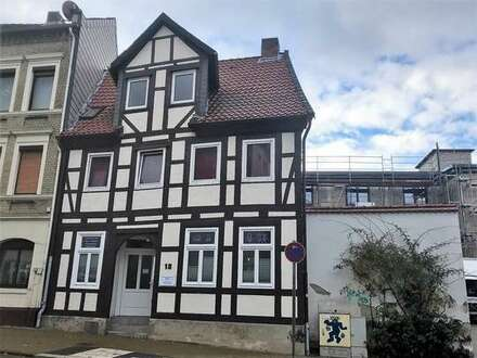 Individuelle Eigentumswohnung mit freigelegten Balken in Innenstadtnähe