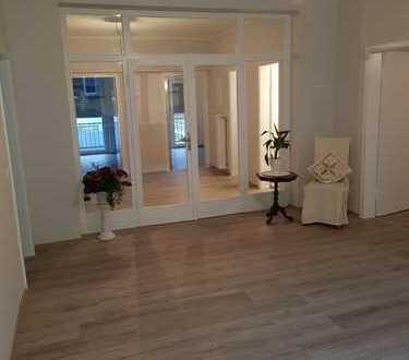 Frisch modernisierte stilvolle 4-Zimmer-Wohnung mit Balkon in Bonn-Zentrum.